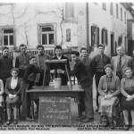 Melkkurs 1955 vor der Schloßwirtschaft Brehm