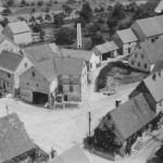 Altes Luftbild im Hintergrund die Gemeinschaftsgefrieranlage