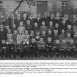 Vor der alten Schule zwischen 1919 und 1926
