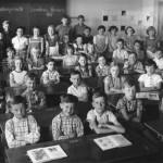 1959 mit Lehrerin Hildegart Schmitt im Klassenzimmer