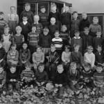 Erstklässer 1967 mit Lehrerin Hildegart Schmitt